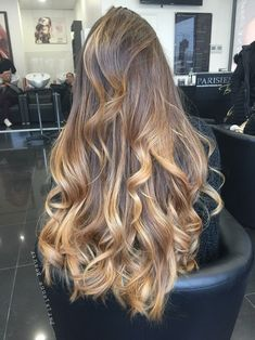 Find images and videos about girl, fashion and beautiful on We Heart It - the app to get lost in what you love. Blonde Hair With Highlights, Balayage Hair Blonde, Brown Blonde Hair, Light Brown Hair, Golden Highlights, Caramel Highlights, Beautiful Long Hair, Gorgeous Hair, Aesthetic Hair