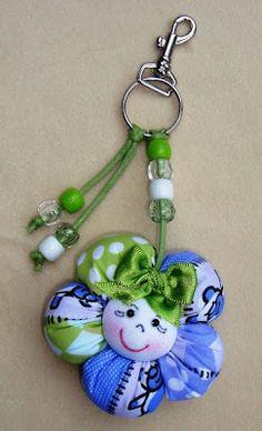 Sugestão para lembrancinha. Felt Crafts, Fabric Crafts, Sewing Crafts, Diy And Crafts, Crafts For Kids, Arts And Crafts, Flower Crafts, Diy Flowers, Fabric Flowers