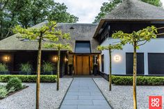 Thatched House, Thatched Roof, Garden Architecture, Architecture Design, Future House, My House, Bungalow Conversion, Modern Bungalow, Classic Garden