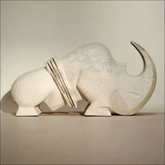 Gé. Pellini sculptures Modern Sculpture, Wood Sculpture, Rhino Art, How To Tie Shoes, Soapstone Carving, Rhinoceros, Rock Art, Dinosaur Stuffed Animal, Creations