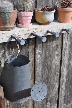 Outdoors DIY: Big Bolt Hanging Rack