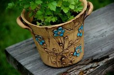 "vysoký květináč ""modré kvítky""-na obj!!! Pottery Studio, Pottery Clay, Clay Wall Art, Vases, Planter Pots, Mosaic, Lavender, Sculpture, Clay Ideas"