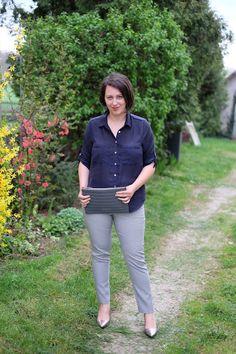 VGRV blog, navy blouse, printed black white pants, silver metallic pumps, grey clutch