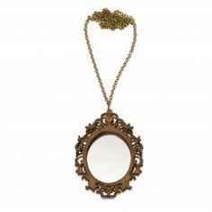 29€. Snow White necklace