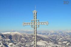Crucea eroilor Straja-Hunedoara Cn Tower, Utility Pole, Building, Travel, Viajes, Buildings, Destinations, Traveling, Trips