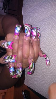 Designs Flower by - Nail Art Gallery by Nails Magazine Fabulous Nails, Gorgeous Nails, Pretty Nails, Nice Nails, French Acrylic Nails, Acrylic Nail Art, Hump Nails, Crazy Nails, Weird Nails