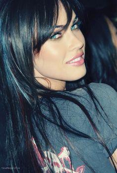 Megan Fox is sexy and beautiful Beautiful Eyes, Most Beautiful Women, Megan Denise Fox, Beauty And Fashion, Woman Face, Pretty Face, Beauty Women, Hair Makeup, Sexy Women