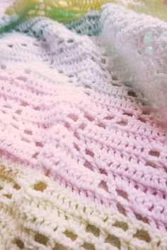 THE HOPSCOTCH CROCHET BABY BLANKET - FREE PATTERN   Little Things Blogged