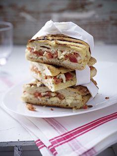 Unser beliebtes Rezept für Panini-Rezept mit Tomate und Mozzarella und mehr als 55.000 weitere kostenlose Rezepte auf LECKER.de.