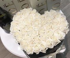 The million roses white Luxury Flowers, My Flower, White Flowers, Red Roses, Beautiful Flowers, The Million Roses, Billion Roses, Rosen Box, Party Fiesta