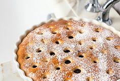 Oblíbený nadýchaný moučník s třešněmi, který je rychlý a poměrně jednoduchý na přípravu, si můžete vychutnat i mimo sezónu čerstvého ovoce, stačí použít kompot. #recept #peceni #dezert #moucnik #bublanina #ovoce #tresne #leto #recipe #bake #cake #dessert #fruit #cherry Pie, Food, Torte, Cake, Fruit Cakes, Essen, Pies, Meals, Yemek