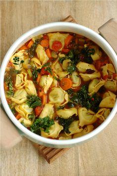 """Soupe """"one pot"""" avec des légumes et des tortellini"""