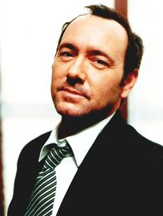 Kevin Spacey- this man is so dang sexy. Yeah, he's not young and gorgeous..but, man.. so hot.
