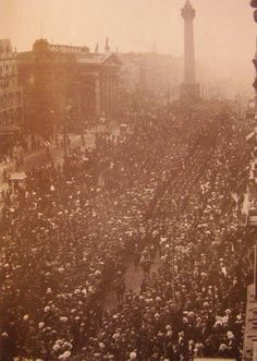 Dublin protest 1914. Ireland Pictures, Old Pictures, Old Photos, Irish Independence, Photo Engraving, Ireland Homes, Free State, Dublin, Easter Rising