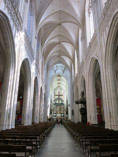 Centraal Nave Antwerpse kathedraal België.....lbxxx.