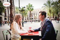 Romantyczna sceneria będąca esencją klimatu Barcelony. Palmy, latarnie mistrza #Gaudi.ego i fontanna, której szum co dzień komponuje się z pięknymi wyznaniami.   #Barcelona
