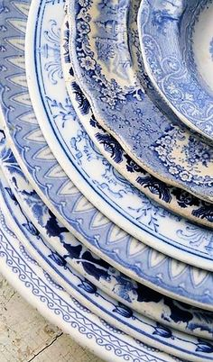 I love blue and white dishes, and mixing and matching these vintage patterns would make a lovely table. Blue And White China, Love Blue, Blue And White Style, Color Blue, Blue Grey, Vintage Dishes, Vintage China, Vintage Plates, Antique Dishes