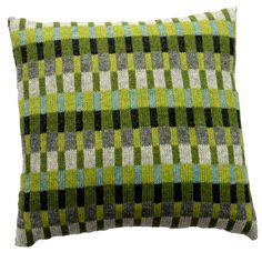 Tante Tinne pude - Grøn turkis – hannelarsenstrik.dk Knitting Stitches, Hand Knitting, Knitting Patterns, Big Knit Blanket, Knitted Cushions, Palestinian Embroidery, Diy Cushion, Knit Pillow, Tapestry Design