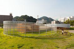 Construido en 2013 en Yamaguchi-shi, Japón. Imagenes por YCAM. Megumi Matsubara y Hiroi Ariyama, de la firma de arquitectura japonesa Assistant, diseñaron dos pabellones en los que los niños pueden jugar durante...  http://www.plataformaarquitectura.cl/cl/868887/pabellon-korogaru-assistant?utm_medium=email&utm_source=Plataforma%20Arquitectura