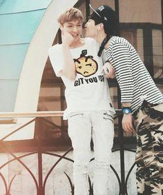 Lay and Chanyeol ♥