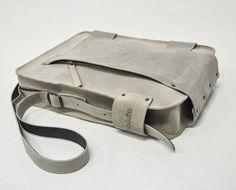 pískový praktik- tenhle by bodl :) Bags, Design, Fashion, Handbags, Moda, Fashion Styles, Fashion Illustrations, Bag