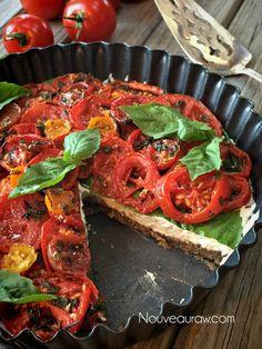 'Caprese'-Herb-and-Tomato-Tart-(raw--vegan) use bean cheese and oat crust Raw Vegan Dinners, Raw Vegan Recipes, Vegan Foods, Vegetarian Recipes, Healthy Recipes, Vegan Raw, Eating Raw, Healthy Eating, Clean Eating