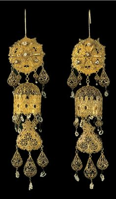 """Gold eardrops with filigree ornament and pearls, from Kos, a Dodecanese Island (Greece). These striking jewels known as """"bells"""" recall Byzantine prependoulia and number among the choicest examples of post-Byzantine goldwork. Byzantine Jewelry, Renaissance Jewelry, Ancient Jewelry, Antique Jewelry, Vintage Jewelry, Tribal Jewelry, Jewelry Art, Beaded Jewelry, Fashion Jewelry"""