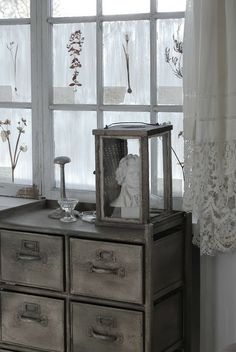HVÍTUR LAKKRÍS ▇  #Vintage #Home #Decor  via - Christina Khandan  on IrvineHomeBlog - Irvine, California ༺ ℭƘ ༻