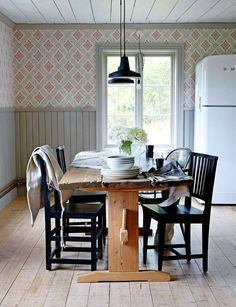 Today I will meet with our new landlord, get our keys, and plead my case for permission to take up the carpet. 🙏🏻 Please send good vibes my… Scandinavian Cottage, Swedish Cottage, Swedish Decor, Scandinavian Style, Wood Interior Design, Interior Design Living Room, Cottage Interiors, Decoration, Sweet Home