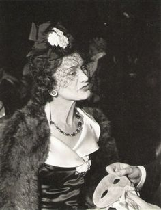 COCO CHANEL......1937.......PHOTO DE JEAN PHILLIPS......BING IMAGES.......