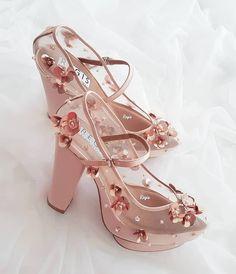 5f1b71969b742 Sapato Tumblr, Sapatos Sandálias, Sapatos Femininos, Pés Femininos, Sapatos  Altos, Roupas