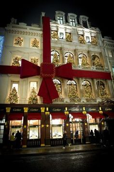 Christmas in Cartier London. How awesome would it be to drive by that every night?!