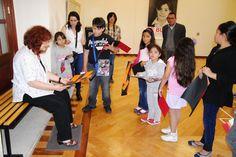 Ambra Polidori convivió y comentó con los niños y jóvenes que tomaron el Taller Infantil y Juvenil de Apreciación del Arte impartido por Patricia Priego, el resultado de lo que aprendieron.