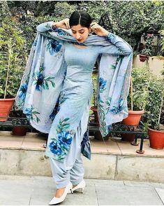 Patiala Suit Designs, Salwar Designs, Saree Blouse Designs, Latest Punjabi Suits Design, Indian Designer Suits, Embroidery Suits Punjabi, Embroidery Suits Design, Embroidery Dress, Patiala Suit Wedding