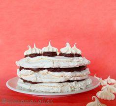 simonacallas : Tort de bezea cu ciocolată / Meringue Chocolate Ca. Romanian Desserts, Food Cakes, Meringue, Cheesecakes, Chocolate Cake, Cake Recipes, Caramel, Sweet Treats, Food And Drink