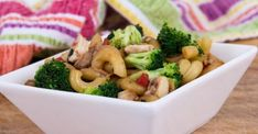 Macaroni chinois...une recette facile Macaroni Chinois, Pasta Recipes, Cooking Recipes, Mets, Broccoli, Mashed Potatoes, Nutrition, Chicken, Vegetables