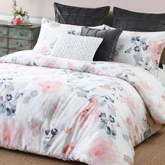 Donating Bed Linen To Charity Info: 3426514967 Bedroom Comforter Sets, Best Bedding Sets, Bed Sets For Sale, Velvet Duvet, Old Mattress, Luxury Duvet Covers, Luxury Bedding Collections, Bed Spreads, Duvet Cover Sets