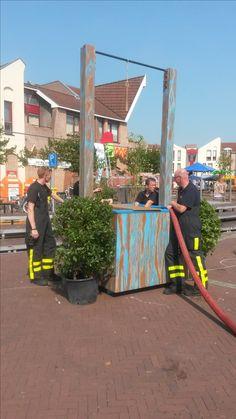 Programma van Tv Gelderland met Angeliqeu Kruger en haar team '' Zomer in Gelderland '' Foto's in Zeddam gemaakt '' Het water spel , Gevuld door De brandweer