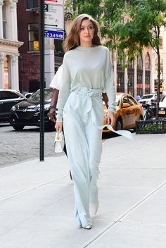 What I Wore Today: 50 Fashion Trends 2019 - Street Style Inspiration Trend Fashion, 50 Fashion, Look Fashion, Fashion Outfits, Fashion Blogs, Fashion Photo, Fashion Jewelry, Gigi Hadid Outfits, Gigi Hadid Style