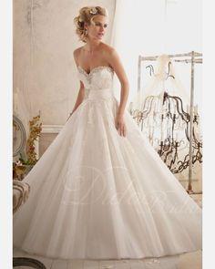 Sweetheart Tulle Ball Gown Chapel Train Wedding Dress.$240.83