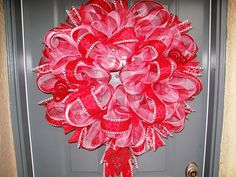 Oh my word...I am in love with this wreath!!