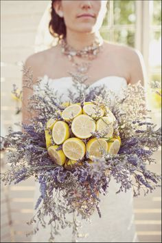 lovely citrus-y wedding bouquet