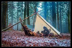 Camping Tips And Ideas. Camping outdoors is among the the most wonderful typ. - Camping Wise -Top Camping Tips And Ideas. Camping outdoors is among the the most wonderful typ. Bushcraft Camping, Bushcraft Skills, Bushcraft Gear, Camping Survival, Outdoor Survival, Survival Prepping, Go Camping, Survival Skills, Outdoor Camping