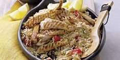 ¿Qué te parece este Pilaf de pollo con arroz y frutos secos? Alucina con estas nuevas recetas elaboradas con pollo.#RecetasFáciles #RecetasSaludables #ComeSano #RecetasconPollo INFORMACIÓN NUTRICIONAL: ¿Sabías que las grasas insaturadas presentes en la carne de pollo ayudan a proteger la salud del corazón? Entre ellas, por ejemplo, el ácido linoleico, un tipo de grasa esencial que necesitamos ingerir a través de los alimentos. Además, contiene vitamina B y minerales, como el hierro, cuya… Biryani, Pollo Tikka, Chicken Tikka, Paella, Fine Dining, Pasta Salad, New Recipes, Risotto, Main Dishes