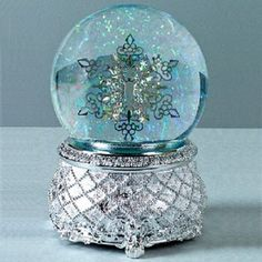 thomas kinkade snow globes | DECK THE HALLS MUSICAL SNOWFLAKE SNOWGLOBE ~NEW~ GIFT-BOXED ...