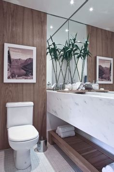 The plants and wooden elements give this bathroom a comforting, natural feel.