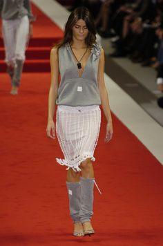 http://www.livingly.com/runway/Chanel/Paris Fashion Week Spring 2005/pPJ6f3KLTSf