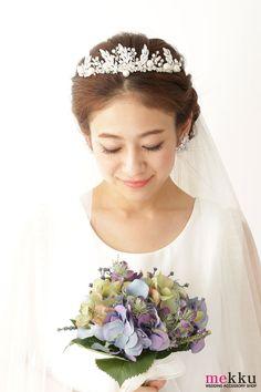 ウェディングアクセサリーショップmekkuのヘッドドレスのモデル着用画像