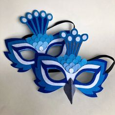 Children love to pretend to be different creatures or play roles in imaginary scenarios. A mere paper crown is enough to make them feel like kings and queens! Handmade Felt, Felt Diy, Felt Crafts, Peacock Mask, Peacock Colors, Peacock Feathers, Mask For Kids, Masks Kids, Bird Masks
