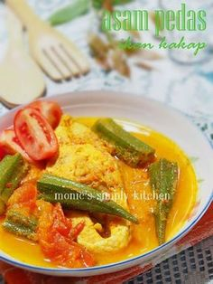 sour & spicy fish with okra Okra Recipes, Cooking Recipes, Malaysian Food, Indonesian Food, Thai Red Curry, Cake Recipes, Seafood, Spicy, Food And Drink